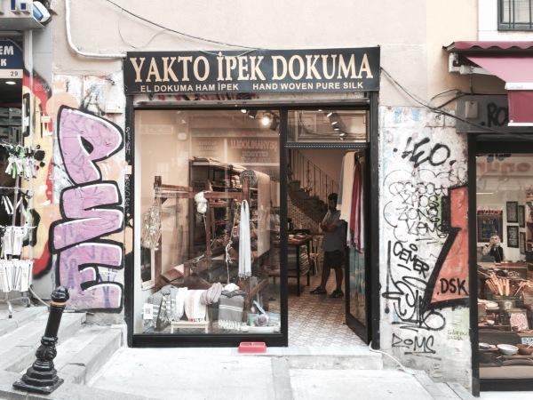 yakto ipek dokuma Türkei Tücher scarf raw cashmere silk greige grey black grau lotd outfit post hammam towel handmade istanbul galata