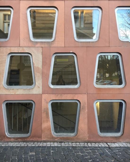 Carl Schurz Haus Glasbausteine Amerikahaus Freiburg 50er Jahre Architektur 50s architecture Germany ehemaliges Post- und Telegrafenamt roter Sandstein red Sandstone googie googie architecture Flugdach